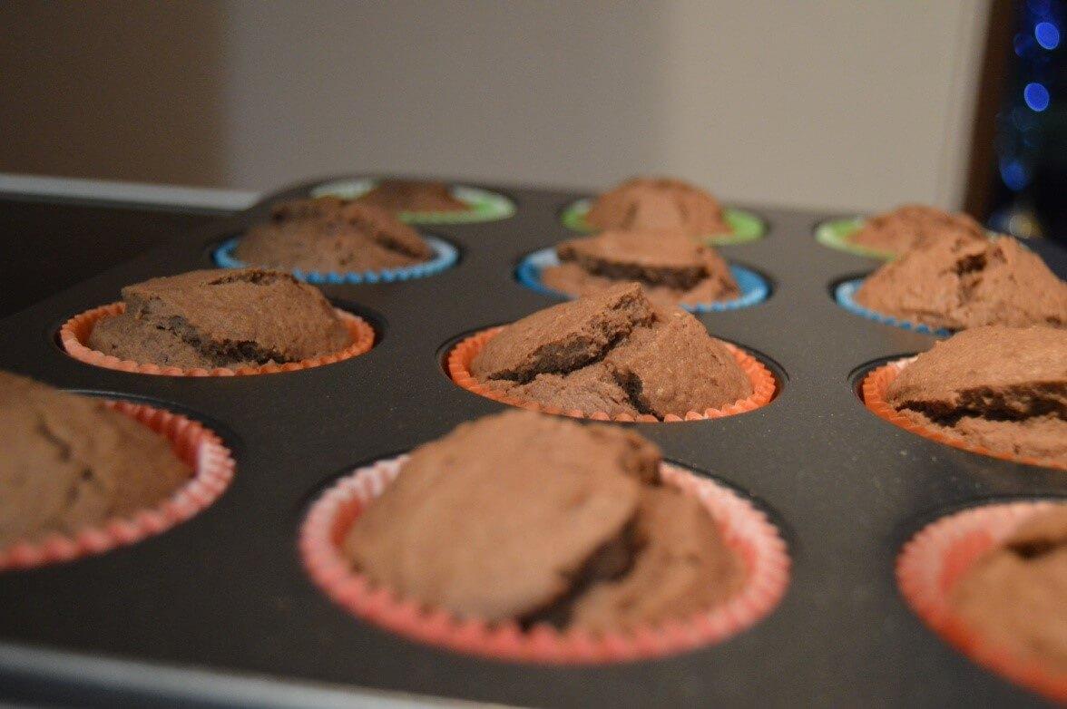 Čerstvě upečené perníkové muffiny