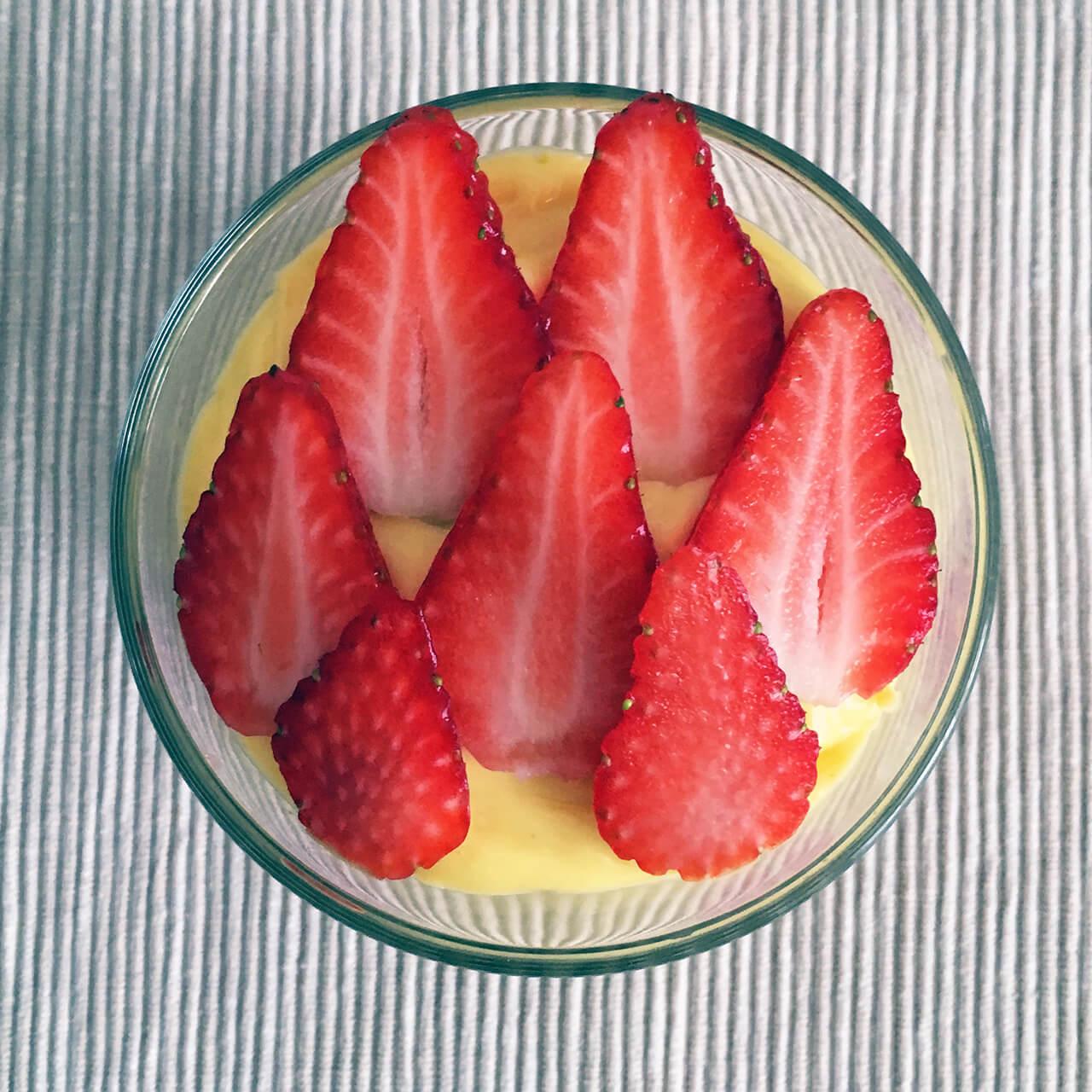 Anglický krém s jahodami