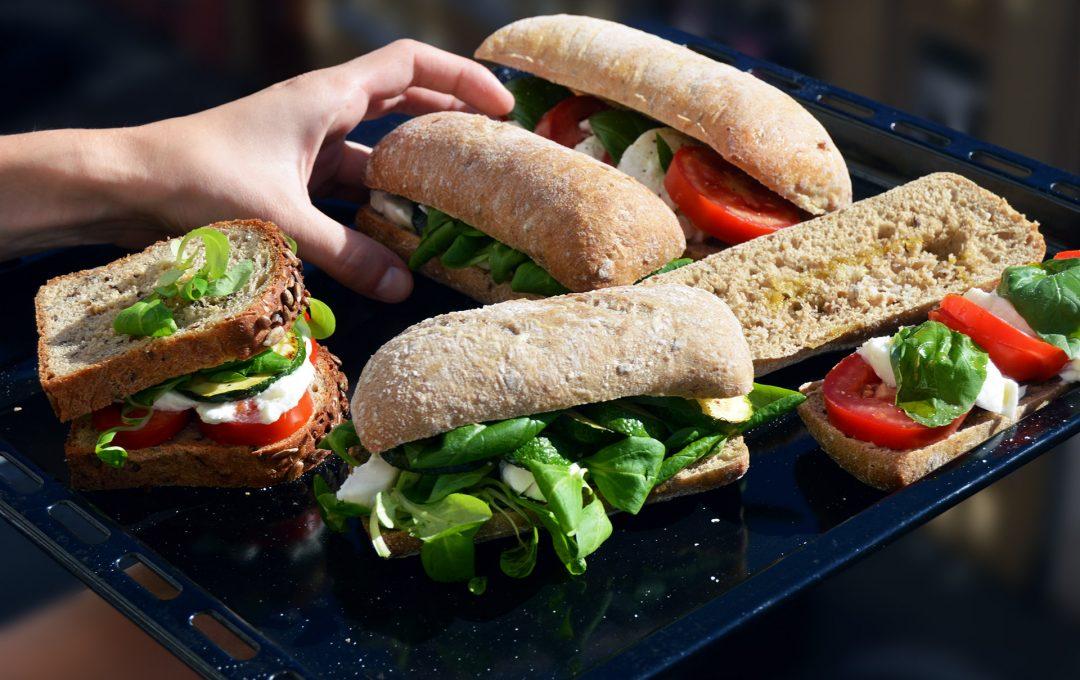 Caprese sendvič