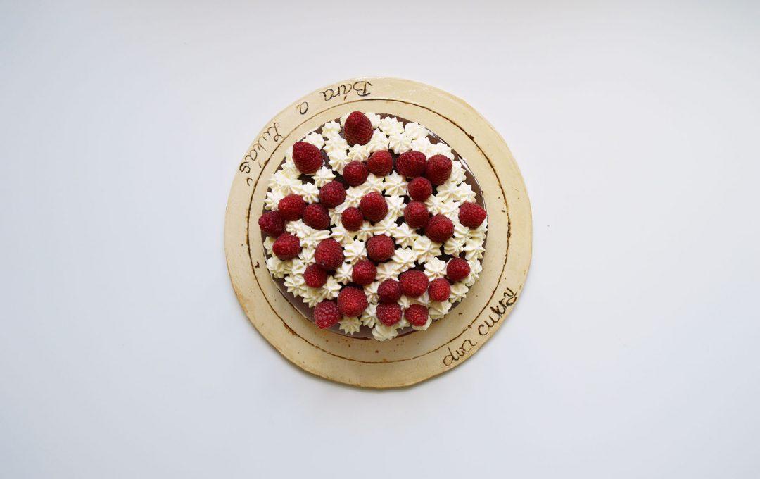 Čokoládový dort s marcarpone krémem a malinami - čokorál - recept